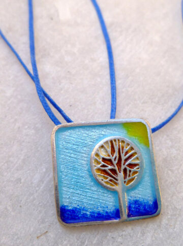 Silver pendant with enamel