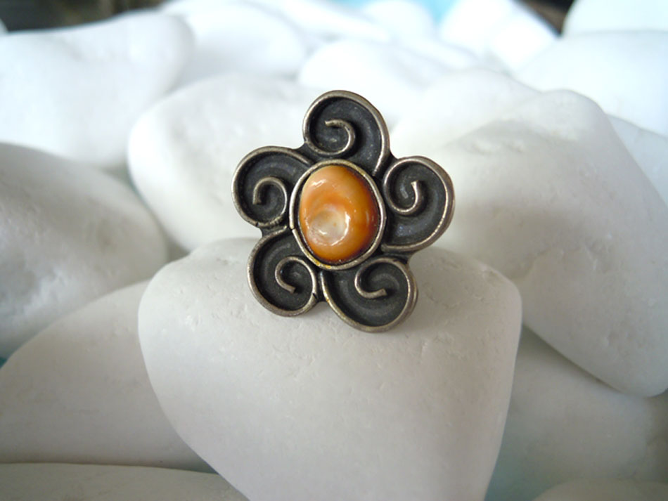 Silver ring with eye of the sea