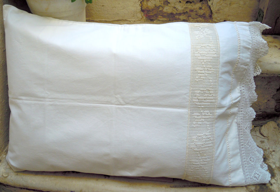Hand-embroidered pillow case with azur