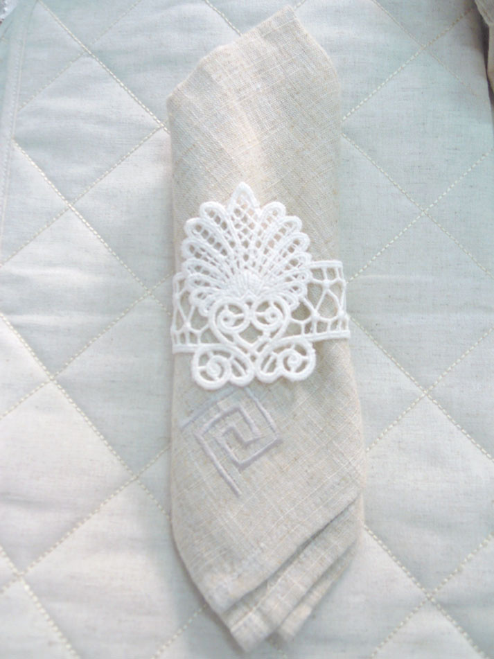 Napkin hoops with lace