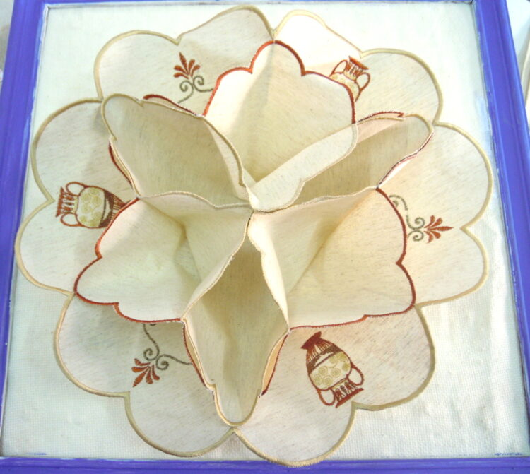 Embroidered cloth for bread or treats