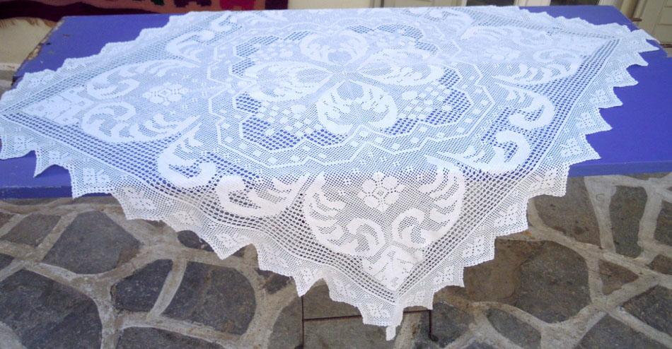Vintage crochet table square