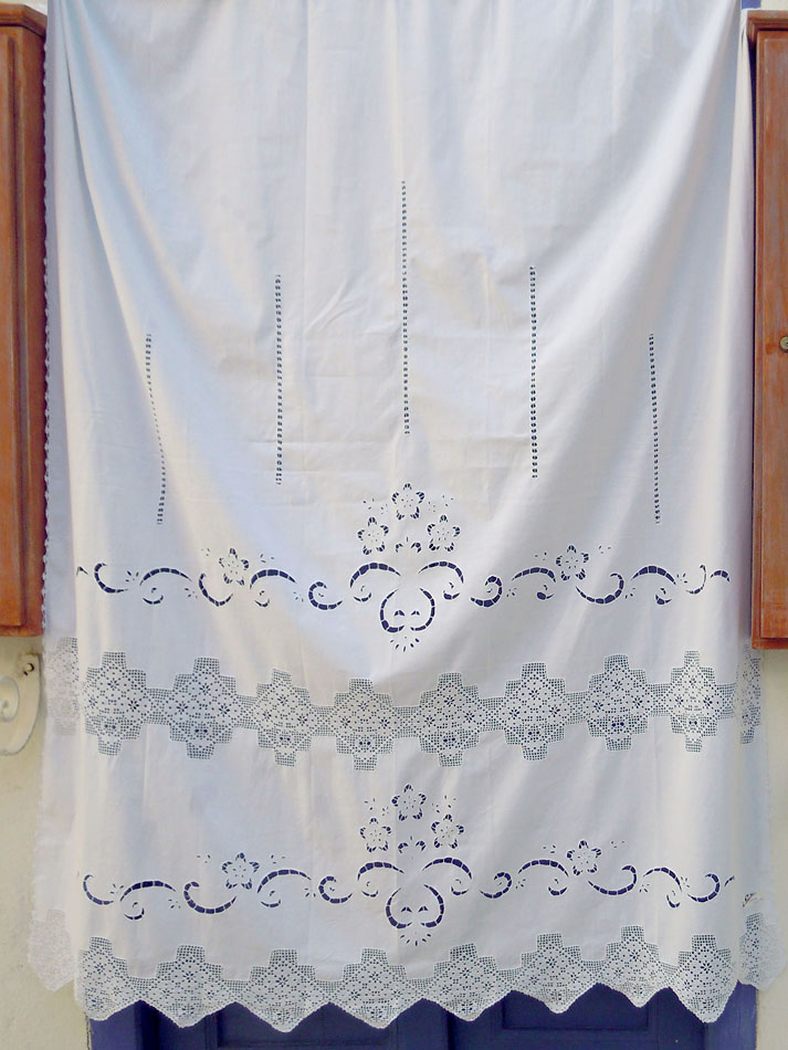 Handmade curtain with atrante and lace