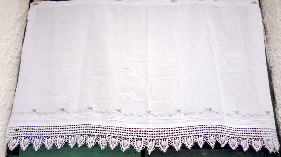 Handmade curtain with embroidery and lace