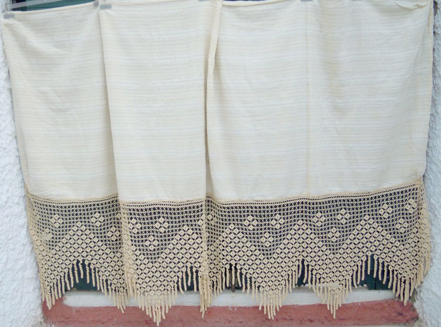 Handwoven curtain with lace