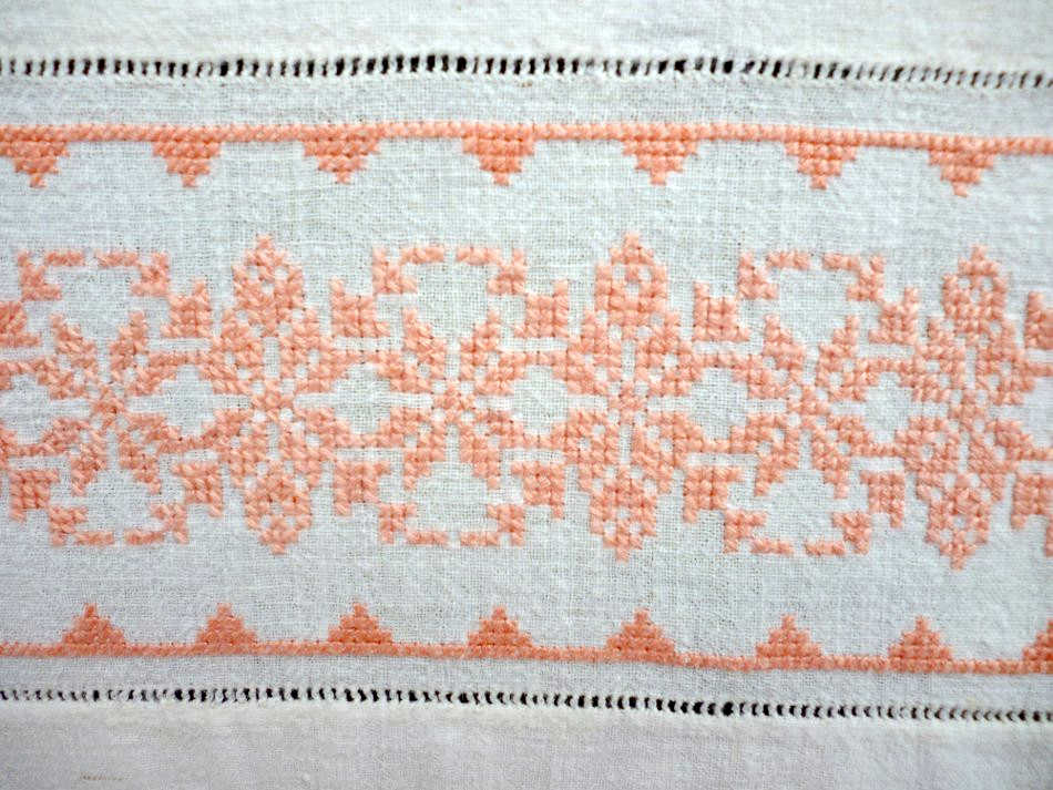 Vintage Handwoven Bed Runner With Crochet Lace Naxos Art Techni