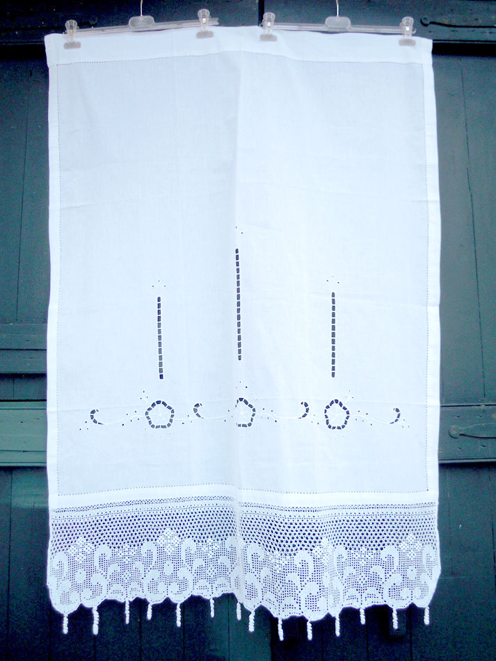 Cutwork curtain with crochet