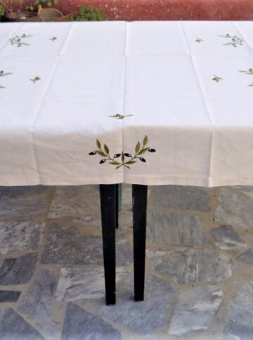 Tablecloth embroidered with olive