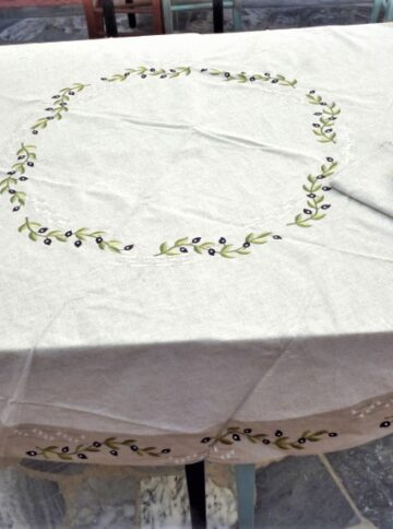 Beige round tablecloth with range