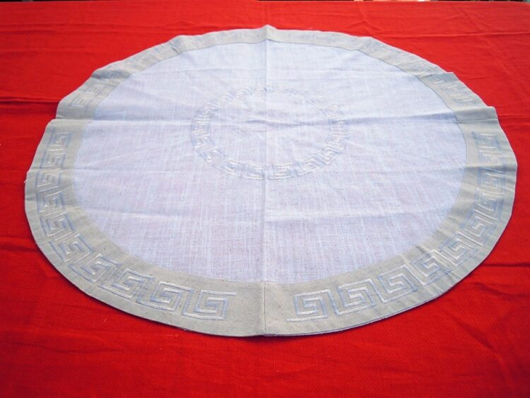 Round tablecloth with range