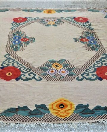Vintage wool kilim/rug in the loom