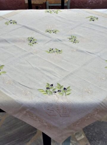 Square tablecloth with olive embroidery